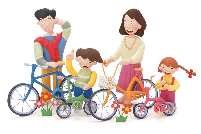 ファミリーイラスト 自転車でサイクリングする家族... ファミリーイラスト 自転車でサイクリング