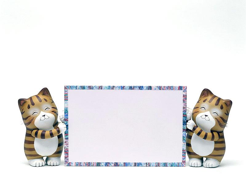 掲示板イラスト ボードを持った二匹のかわいいネコ