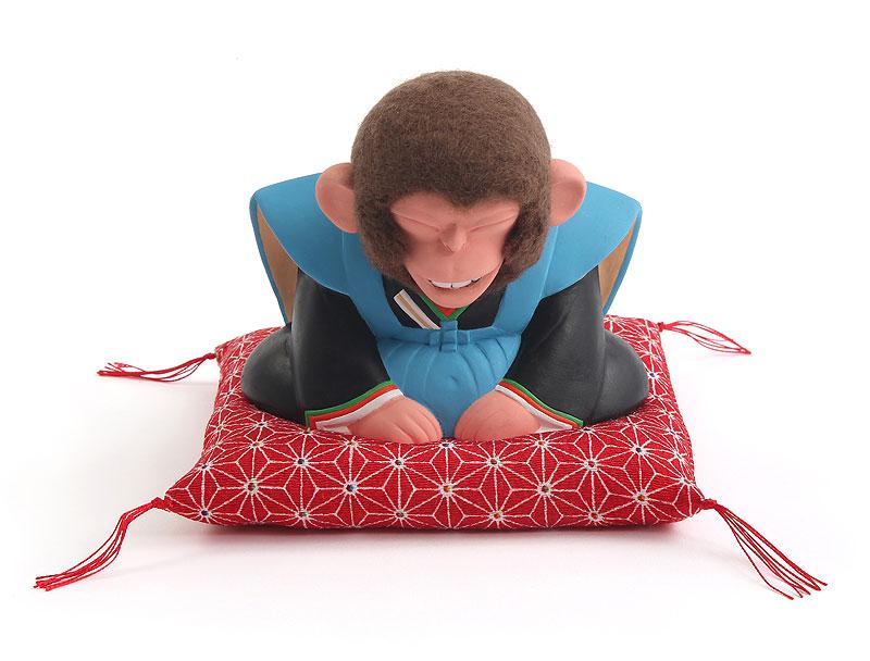 山岡敏和 初売りお辞儀する福助猿イラスト 2016年干支「申」正月挨拶で座布団に座ってお辞儀をする猿